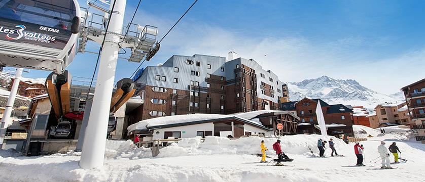 france_three-valleys-ski-area_val-thorens_hotel_club_les_arolles_lift_station.jpg